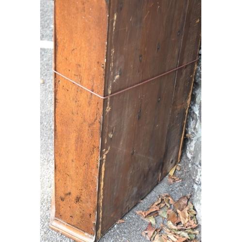 1009 - A George III oak hanging corner cupboard having inlay decoration, 96cm high x 74cm wide.<strong>Thi...