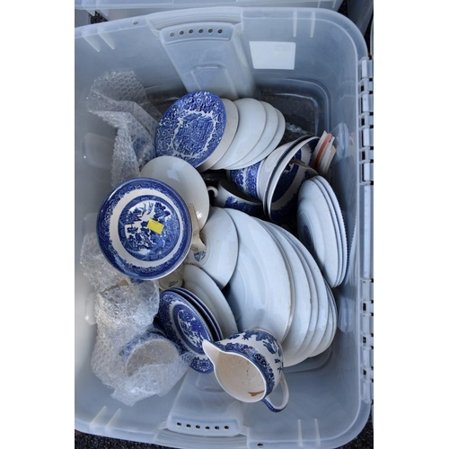 1028 - A quantity of blue and white dinnerware and ceramics.<strong>This lot can only be collected on...