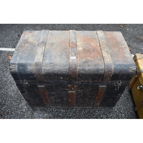 1043 - A Victorian metal and wood bound travelling trunk with fitted interior, 81.5cm wide.<strong>This lo...