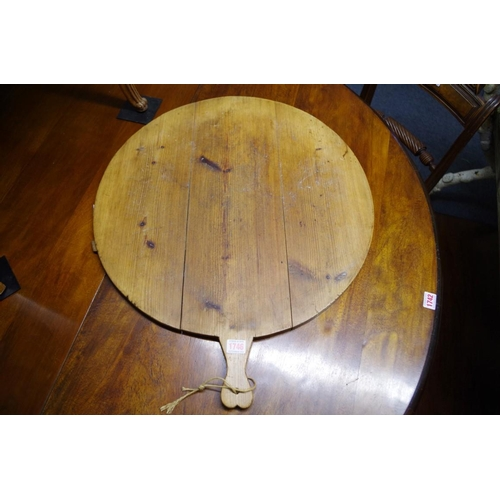 1746 - A large pine pizza tray,57cm diameter.