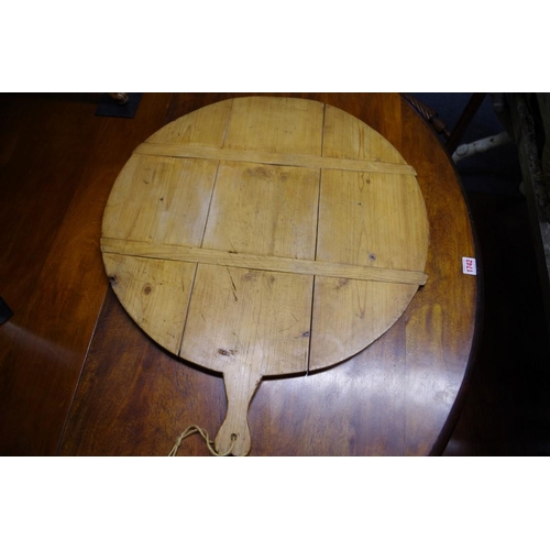 1746 - <strong>A large pine pizza tray,</strong>57cm diameter....