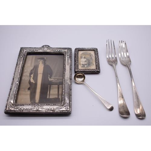 116 - <strong>An Edwardian silver rectangular photograph frame, </strong>by <em>Green & Cadbury Ltd, <...