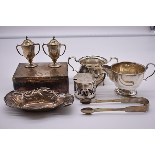 123 - <strong>A quantity of silver items,</strong>to include: a twin handled sugar bowl, by <em>Mappin &a...