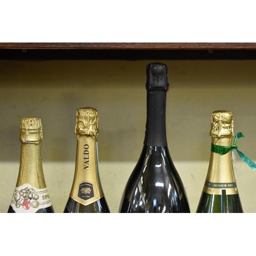 609 - A 1.5 litre magnum bottle of prosecco; together with another 75cl bottle of prosecco; and two furthe...