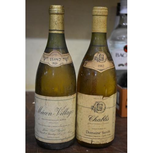 638 - <strong>Thirteen various bottles of wine.</strong>...