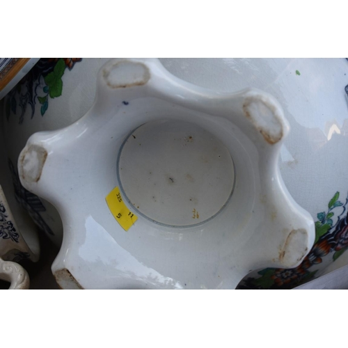 1035 - A Paragon 'Belinda' pattern part dinner service; together with a Royal Doulton vase (a.f.); a quanti...