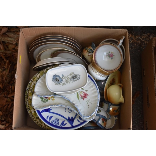 1088 - A small quantity of ceramics to include Wedgwood examples. This lot can only be collected on Saturda...