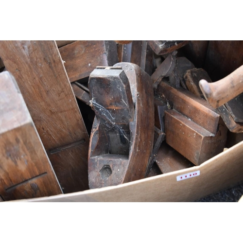 1110 - A large quantity of carpenter's planes.<br /><strong>This lot can only be collected on Saturday 10th...