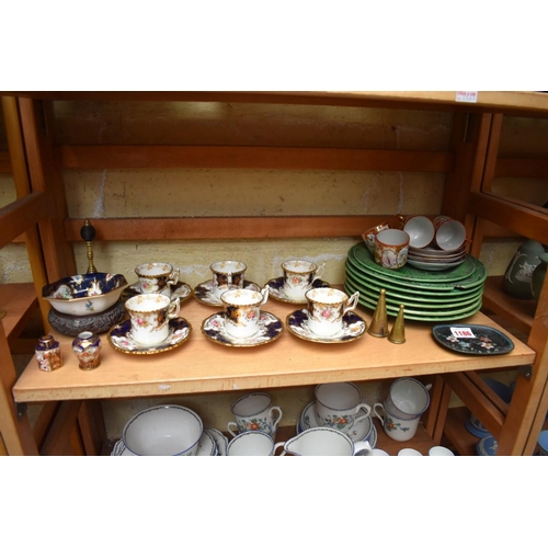 1186 - A mixed group of ceramics,to include: a set of six Coalport cabinet cups and saucers; a Royal Worce...