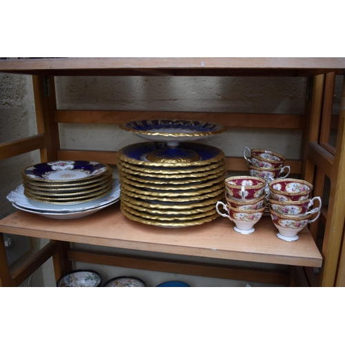 1189 - A mixed group of English and Continental porcelain,to include: a Limoges part dessert service, and ...