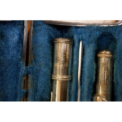 1442 - <strong>A Yamaha YFL-21S flute, </strong>in fitted case....