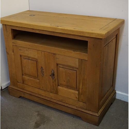13 - Solid oak sideboard measuring 120cm x 54cm x 94cm...