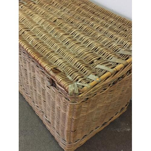 22 - Large Vintage Wicker Basket 90 x 62 x 65 cms...