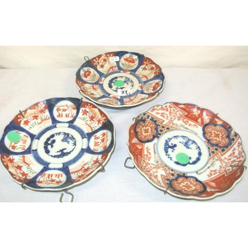 27 - Set of 3 Imari wall plaques with scalloped borders and foliate decoration...