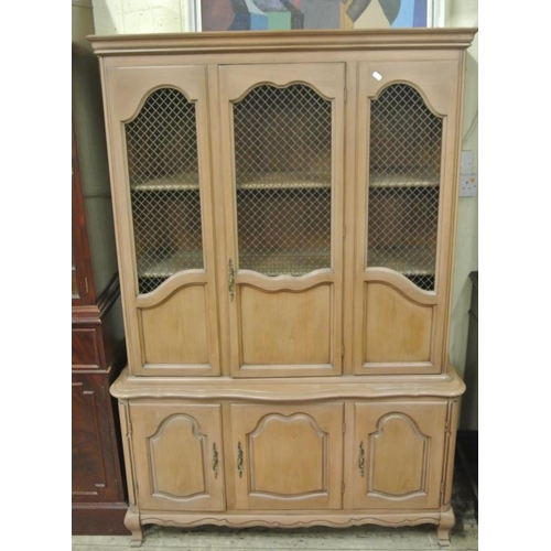 30 - American walnut side cabinet or bookcase with mashed doors, shelved interior, press under, on cabrio...