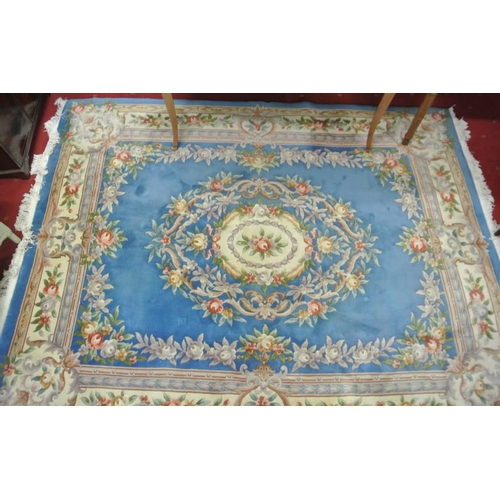 39 - Large floral decorated rug with foliate decoration...