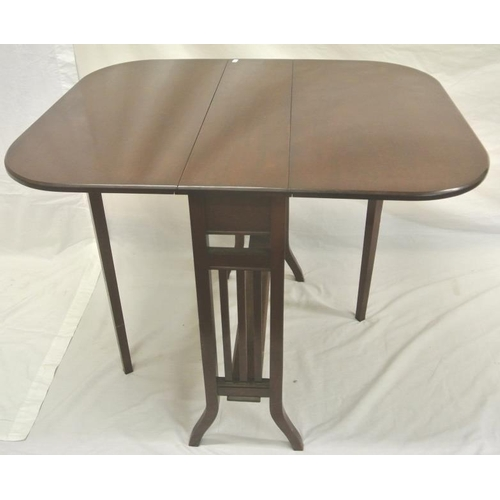 136 - Edwardian mahogany Pembroke table with drop leaves, rounded corners, gateleg support, on tapering le...