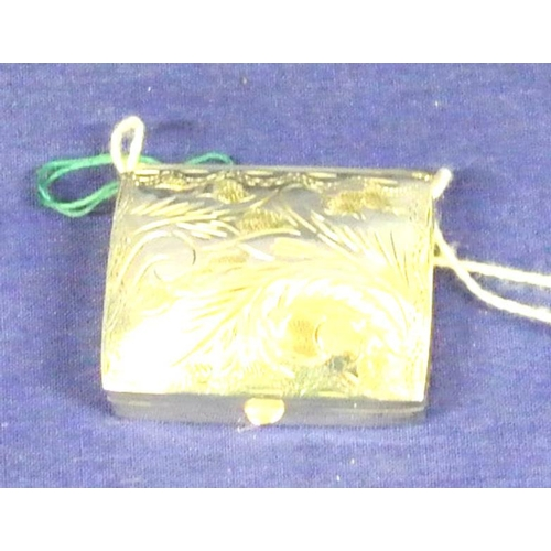 34 - English silver rectangular pill box with foliate decorated lid, 5g...