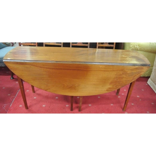 40 - Edwardian mahogany hunting table with D-shaped drop leaves, pull-out gateleg supports, on tapering l...