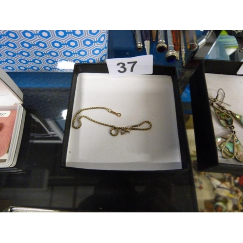 37 - 9 Carat gold bracelet...