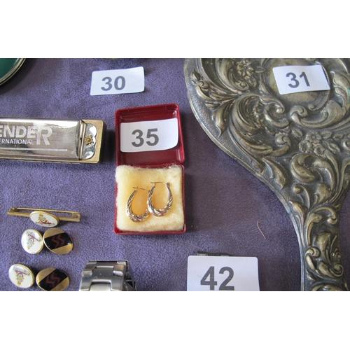 35 - 9kt gold ear rings...