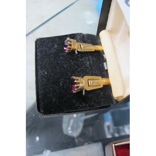 39 - Jazzy jewelled cufflinks...