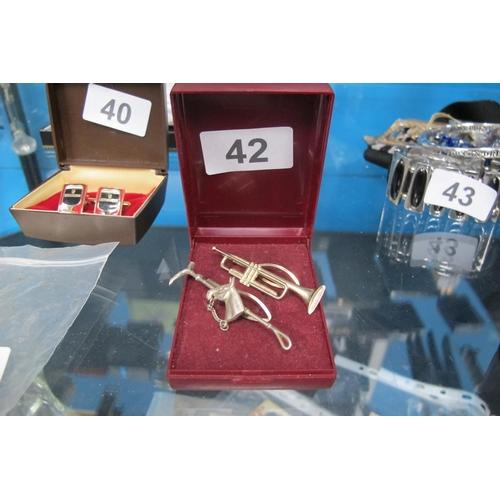 42 - Horse motif tie pin and trumpet motif tie pin...
