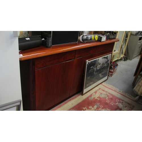 21 - Very large contemporary sideboard...
