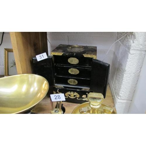 31 - Oriental jewellery box...