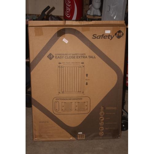 41 - GRADE U- BOXED SAFETY 1ST U-PRESSURE FIT SAFETY GATE, RRP-£34.99...
