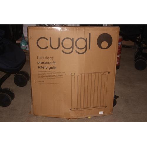 44 - GRADE U- BOXED CUGGL LITTLE STEPS PRESSURE FIT SAFETY GATE, RRP-£17.99...
