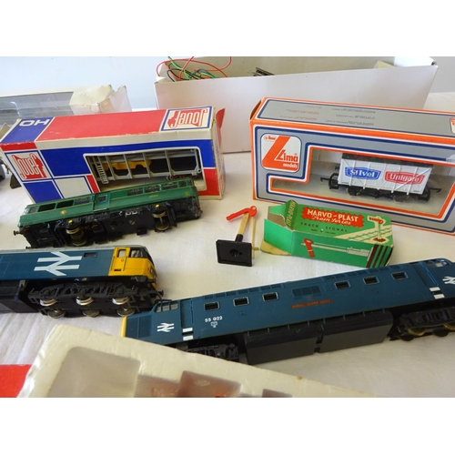 22 - A quantity of railway trains, carriages, track. Hornby, Lima etc  af play worn.