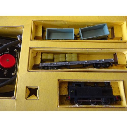 23 - A Tri-ang railways TT gauge part train set, af play worn.
