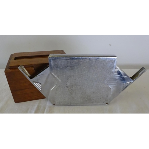 9 - A Colibri lighter/cigarette holder 12cm high 8cm wide together with three further cigarette holders,...