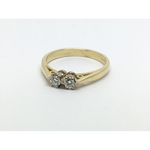 32 - An 18ct gold two stone diamond ring, approx 1/4ct, approx 3.1g and approx size N....