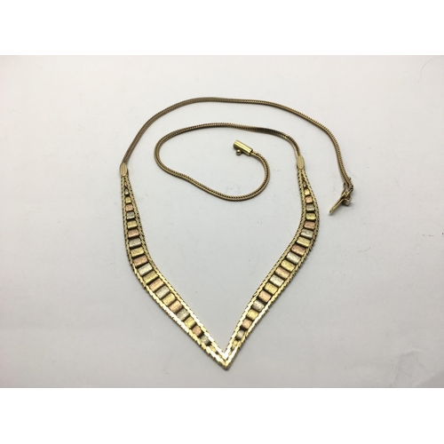 38 - A three tone 9ct gold necklace, approx 10.5g....