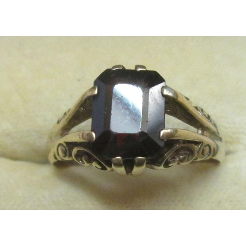 16 - Early 20th century 9 ct gold ring set with large garnet size 60 3.4 g...