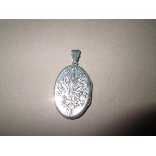 30 - Vintage engraved silver locket 7.1 g...