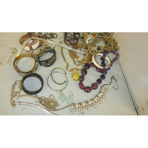 8 - Bag of assorted costume jewellery : bracelets, bangles, etc....