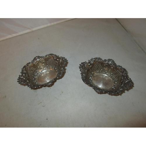 16 - Pair of silver bonboniers Birm. 1902 Synyer & Beddoes 47 g...