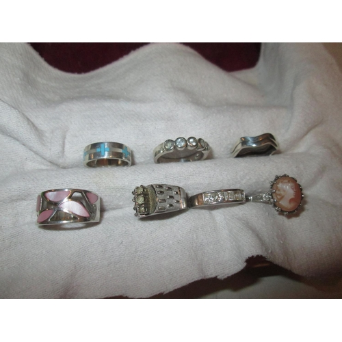 19 - 7 x assorted silver and other rings...