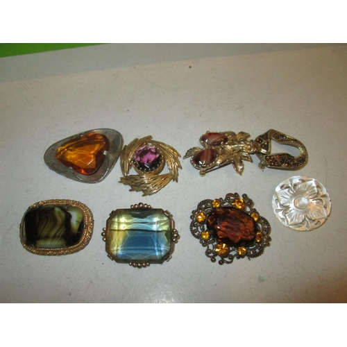 20 - 8 x vintage brooches...