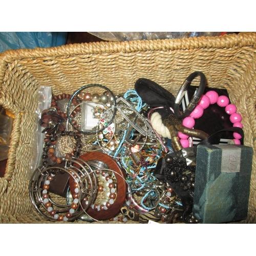4 - Bowl of costume jewellery...