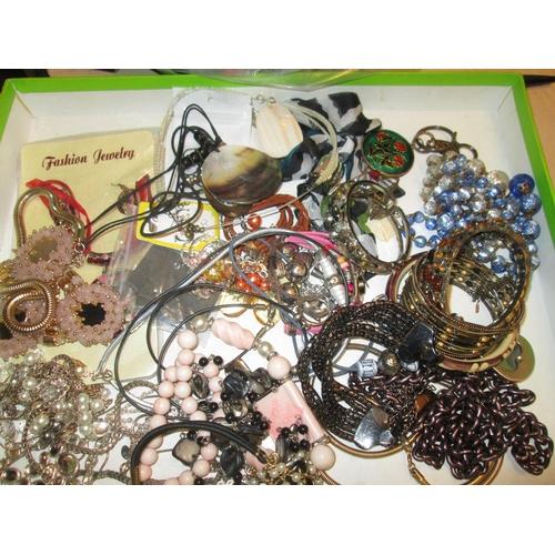 6 - Bag of assorted costume jewellery...