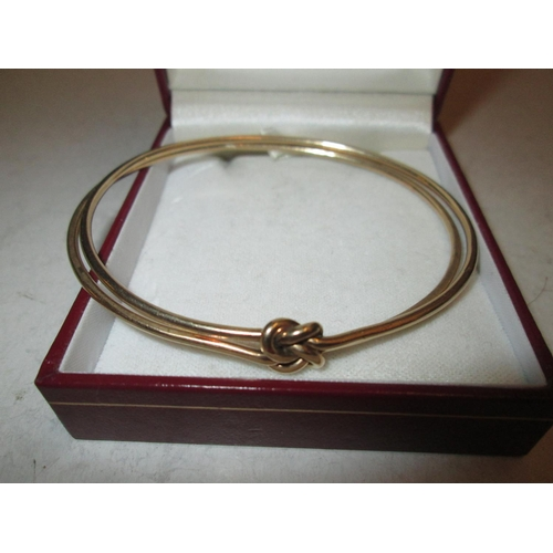 44 - 9 ct gold double bangle bracelet in a Mountstephens case 14 g...