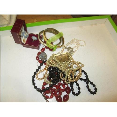 35 - Assorted costume jewellery...