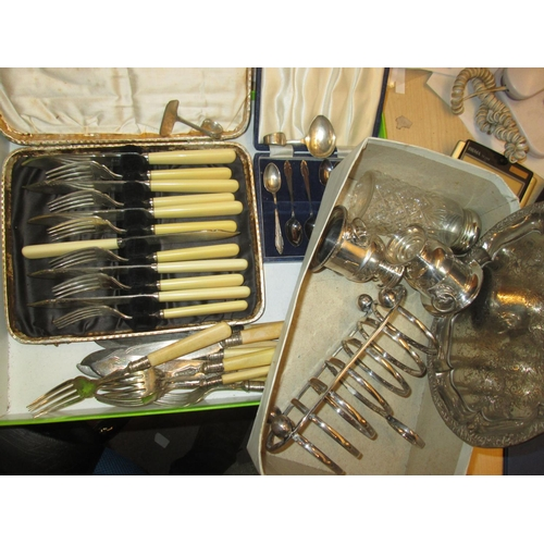 133 - Presentation cases of fisheaters and flatware, box of assorted silver plated ware...