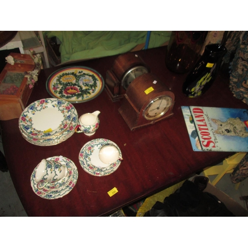435 - Modern extending dining table...