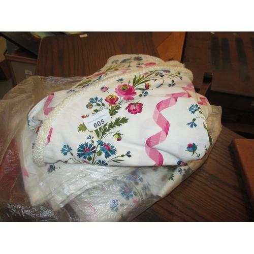 605 - Bag of linen, curtains...