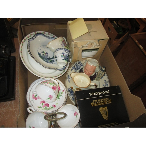 647 - Box of decorative china : collectors plates...